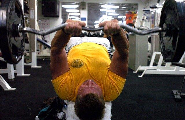 siłacz ćwiczy