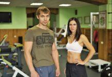 ćwiczą na siłowni