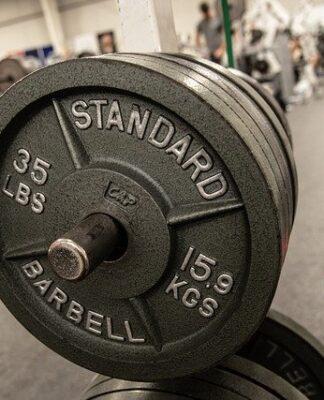 jak zacząć ćwiczyć na siłowni